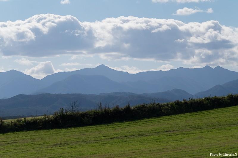 日高山脈の山々 稜線の重なりが美しい。